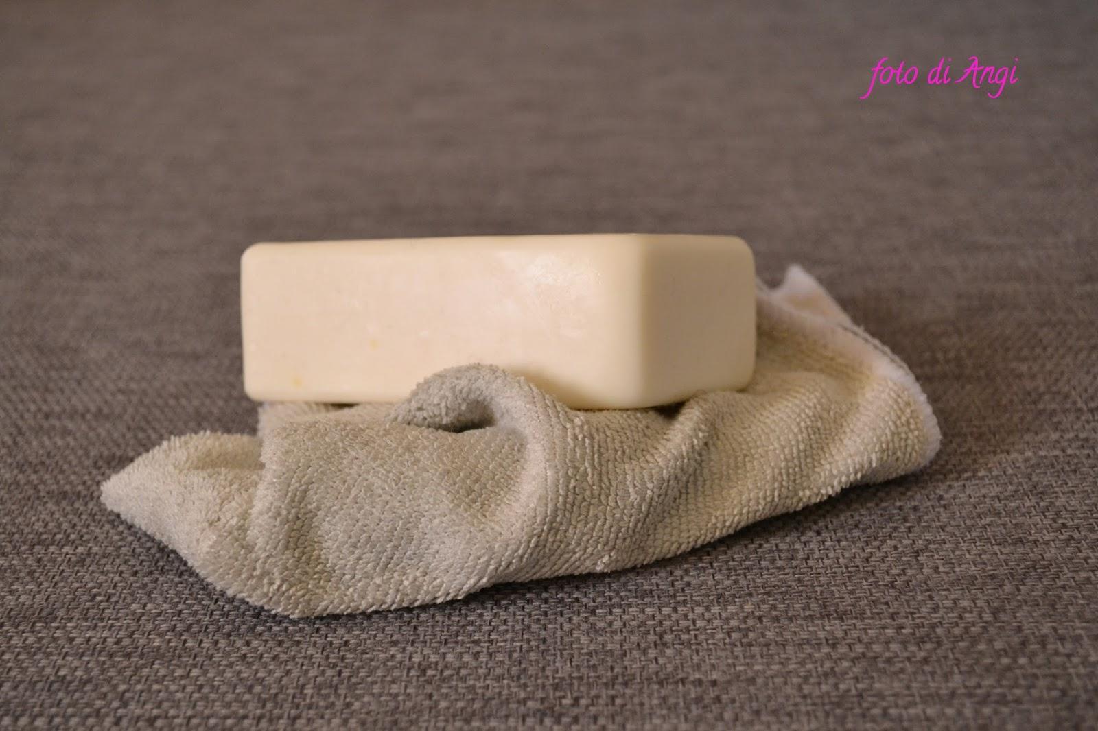 Come Pulire Il Divano come pulire il divano di tessuto senza sfoderarlo tutto
