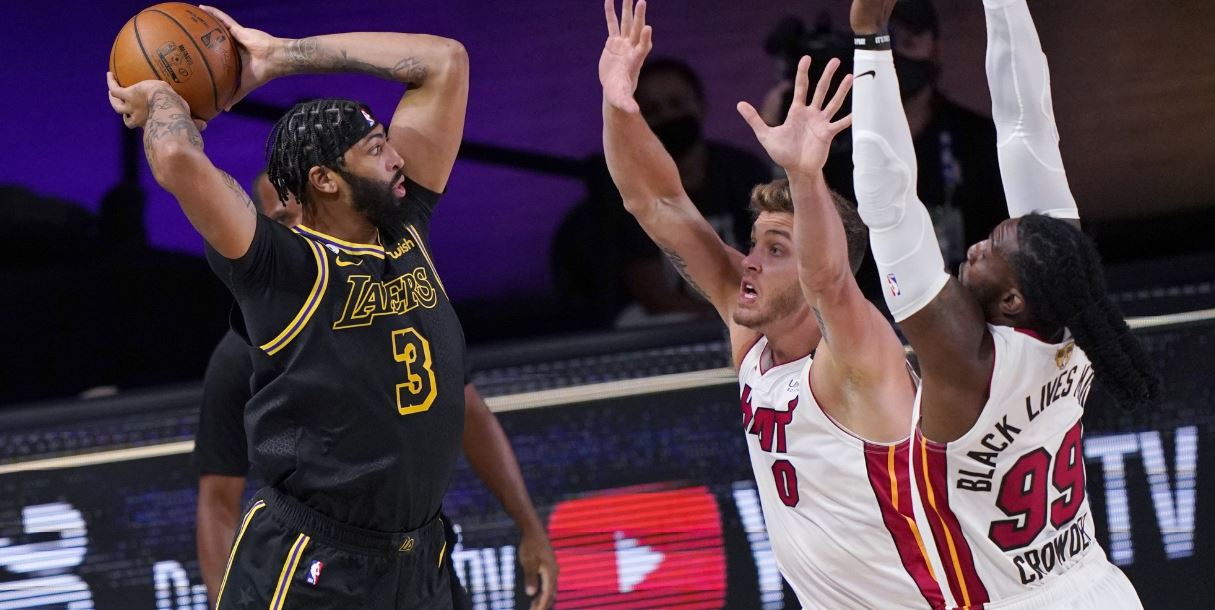 Lakers continue to dominate Heat, lead series 2-0
