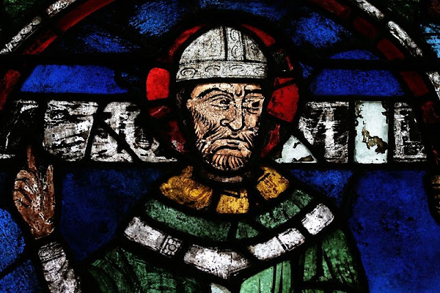 Stained glass window of Thomas Becket in Canterbury Cathedral - Holly Hayes / CC-BY-SA-3.0
