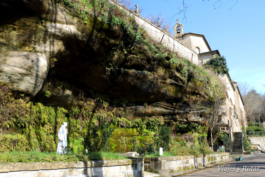 Vista lateral Grutas de San Antonio de Padua en Brive la Gaillarde