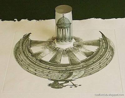 Obra arquitectónica y anamorfosis en un tubo