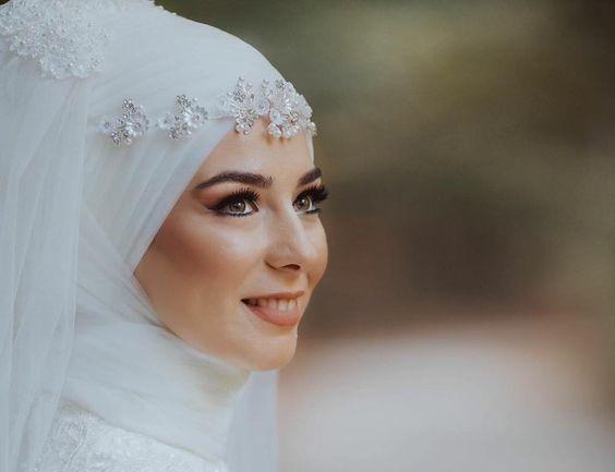 بالصور أجدد الأشكال العصرية فى عالم لفات الطُرح للعرائس المحجبات