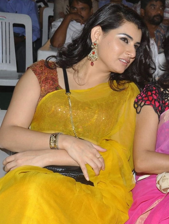 ARCHANA CUTE PHOTOS IN YELLOW SAREE
