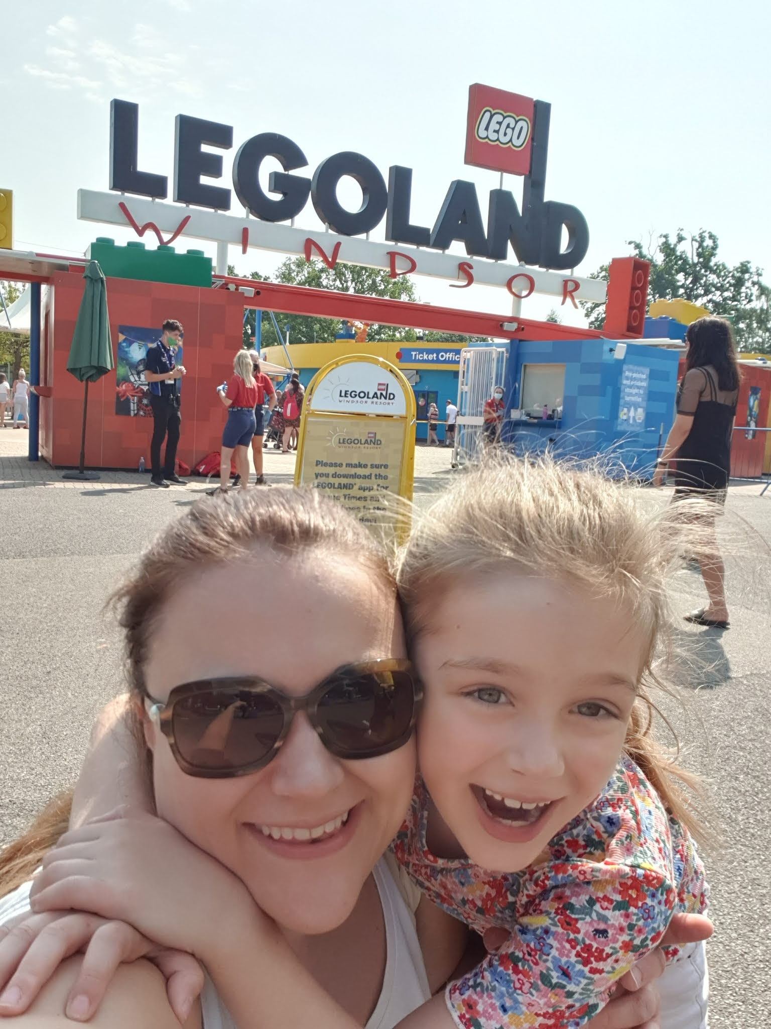 mum and daughter at legoland gate