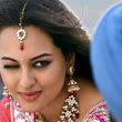 Sonakshi Sinha: Sonakshi Sinha can wink with both eyes