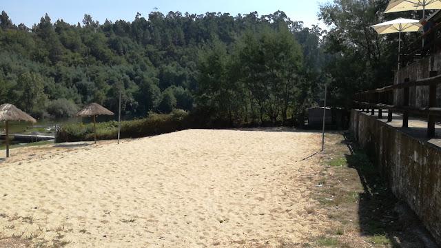 Areal Praia de Verim junto ao Bar da Praia Fluvial