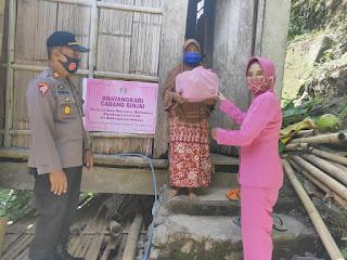 Kabag Ops Polres Sinjai dan Bhayangkari Laksanakan Baksos di 3 Desa