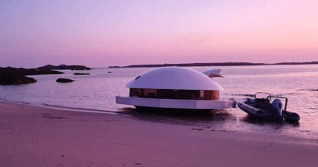 The 'Spy 007' room floats on the sea with 360 degree views