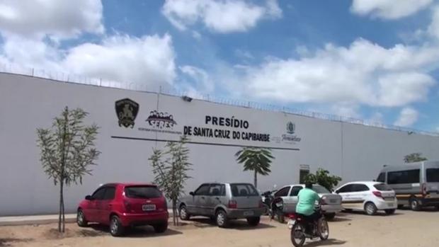 80 detentos são transferidos do presídio de Santa Cruz do Capibaribe para a penitenciária de Tacaimbó