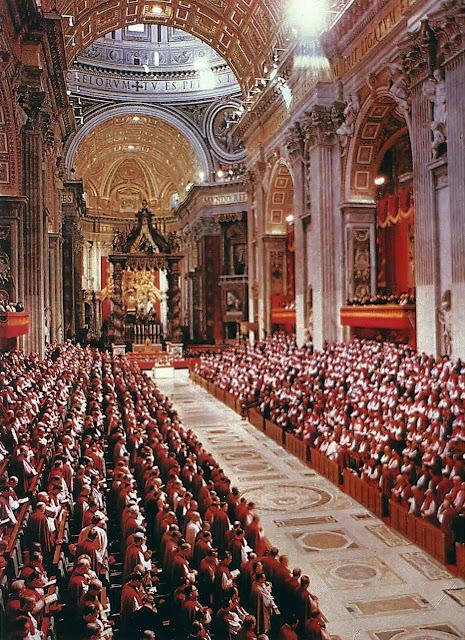 """O início do Concílio Vaticano II:  """"Os resultados que se seguiram ao Concílio  parecem cruelmente opostos à expectativa de todos""""  escreveu o Cardeal Joseph Ratzinger (depois Bento XVI)"""