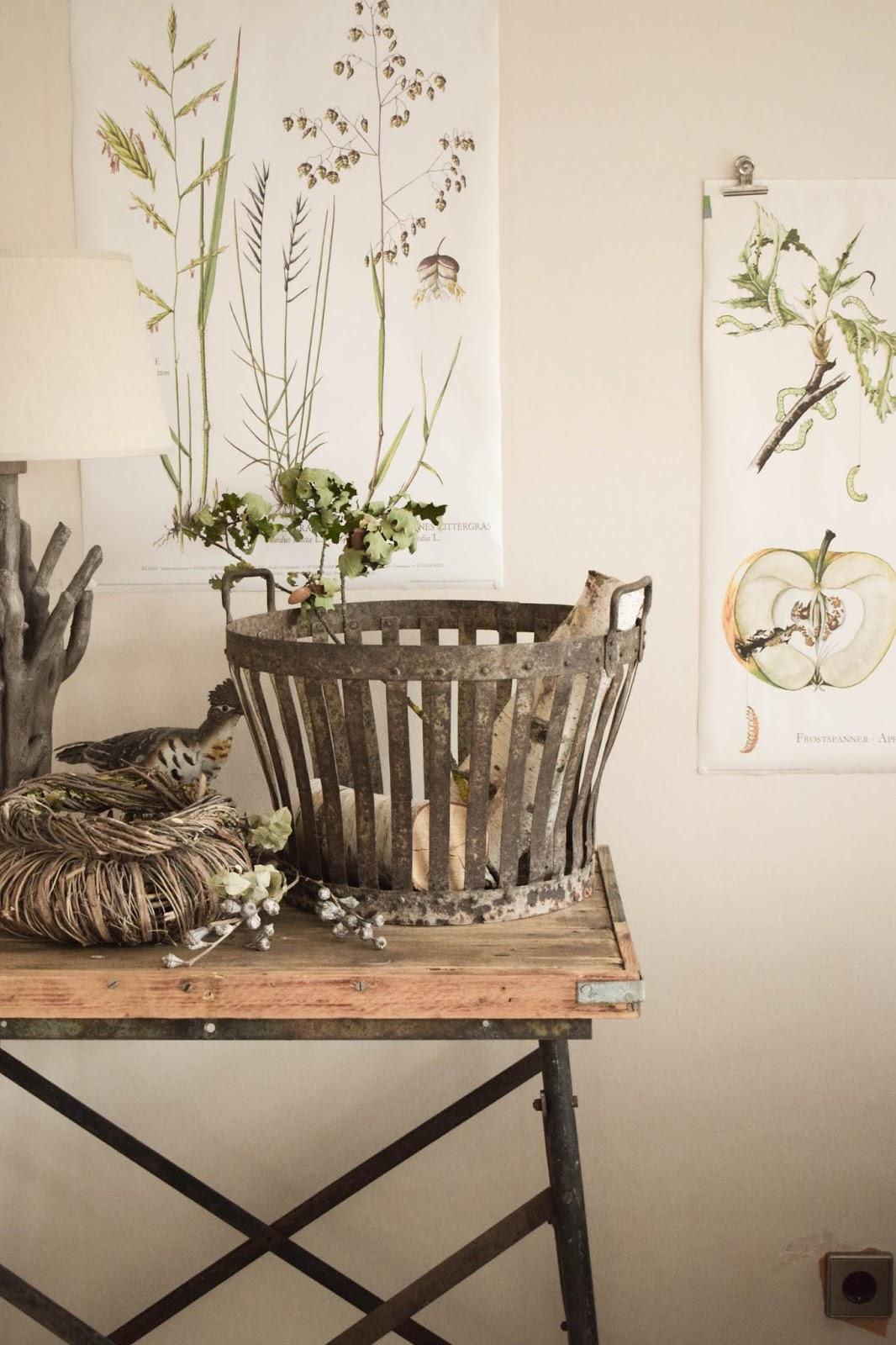Deko Herbst Naturdeko natürlich dekorieren für Sideboard Konsole Kranz Flohmarkt Dekoidee Metallkorb