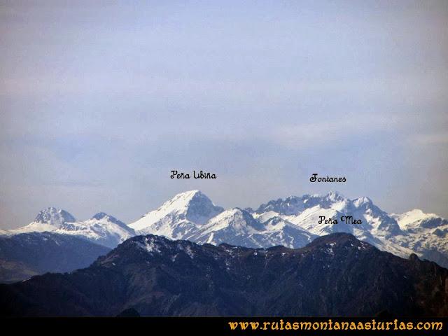 Ruta Pico Vízcares: Desde la cima del Vízcares, vista de Peña Ubiña, los Fontanes y Peña Mea