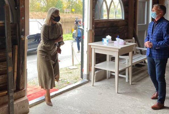 Queen Maxima visited the Krijtmolen d'Admiraal (chalk mill) and BovenIJ Hospital in Amsterdam-Noord. Queen wore a checked dress by Natan