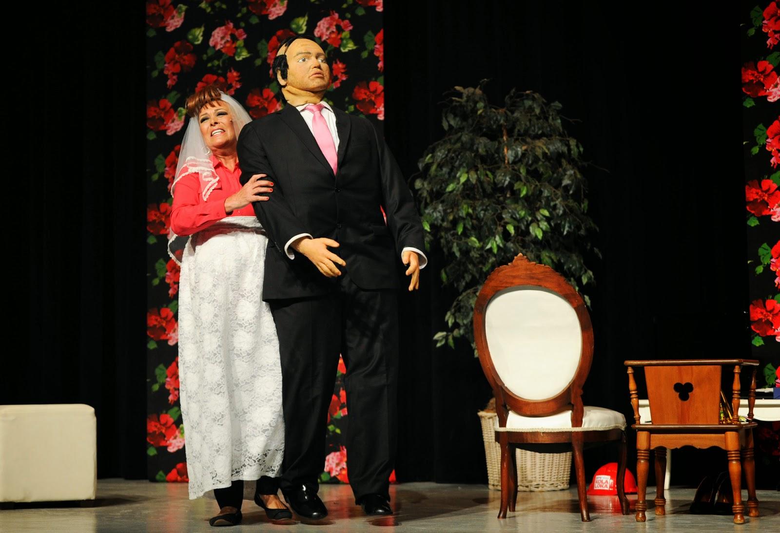 Sylvia Pasquel durante la obra No seré feliz, pero tengo marido