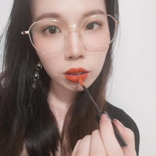 [REVIEW] Tilly Tilley - Glowing In The Dark Lip Gloss 静谧流光唇釉水光液体口红 (#a touch 试探)