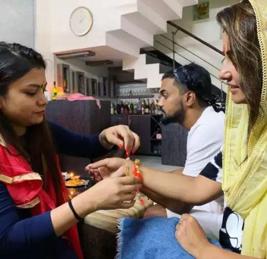 hina-khan-being-muslim-celebrating-raksha-bandhan