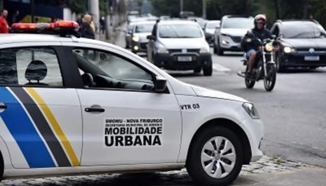Sinais de trânsito, em Nova Friburgo, ganham câmeras de monitoramento
