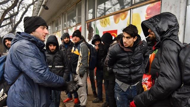 Újabb tömeges támadás várható a déli határon? Migránsok szervezkednek a határ túloldalán