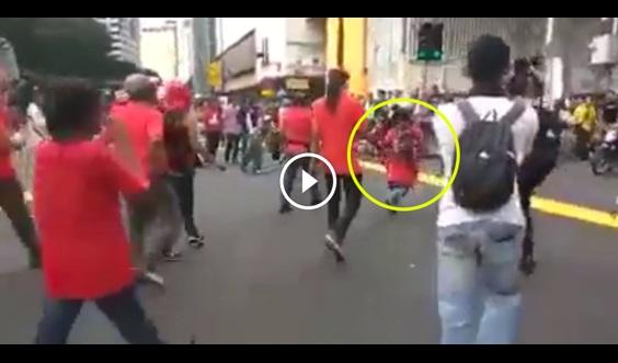VIDEO: PADAH Geng Merah Nak Tunjuk Gangster Waktu Bertembung Geng Baju Kuning, Anda Tengok Apa Berlaku Pada Lelaki Tu !