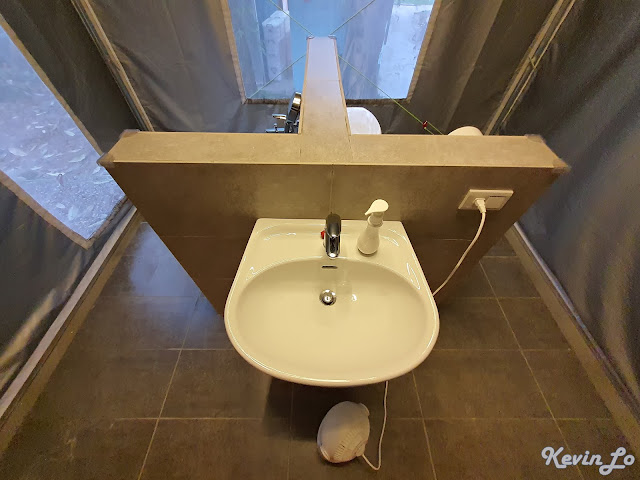 拉波波村營區T型柱隔開淋浴