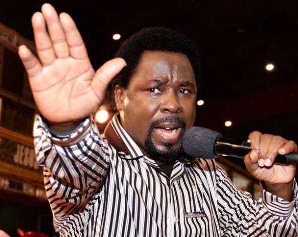 Presentadora de noticias cree en la sanación de su hijo en el culto del profeta T.B. Joshua