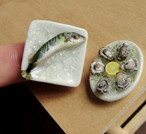 13-Fish-and-Oysters-on-Ice-Small-Miniature-Food-Doll-Houses-Kim-Fairchildart-www-designstack-co