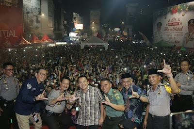 Gubernur Ridho Habiskan Malam Pergantian Tahun Bersama Masyarakat