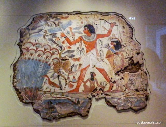Fragmento da decoração de uma tumba egípcia, no Museu Britânico de Londres