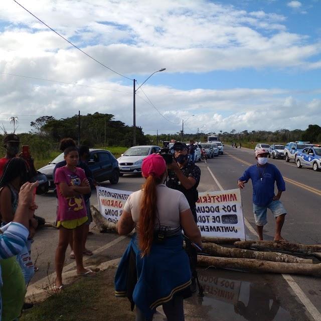 Moradores do Ubaldinão fazem protesto contra empresa que tenta tomar moradias