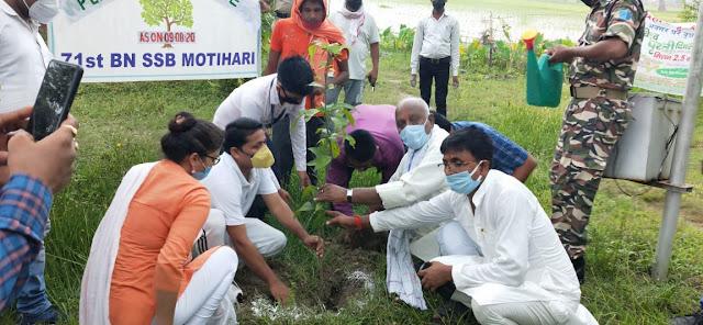 पीपराकोठी एसएसबी कैम्प में मंत्री ने किया पौधरोपण