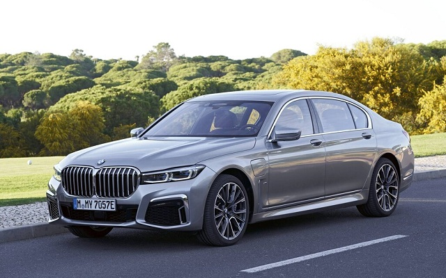 Seri Terbaru BMW M7 2020 Hadirkan Kemewahan dan Maskulin