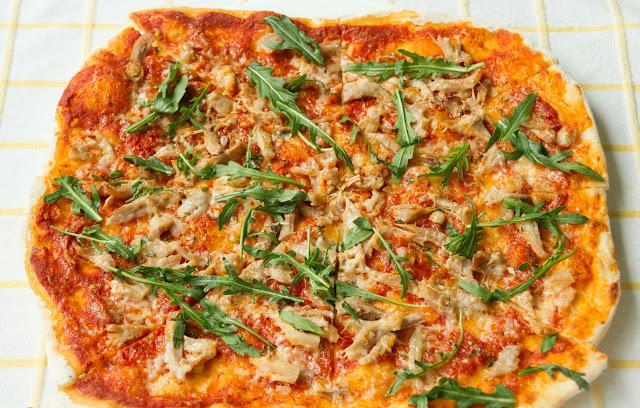 Pizza with roast beef, thyme, taleggio cheese and arugula