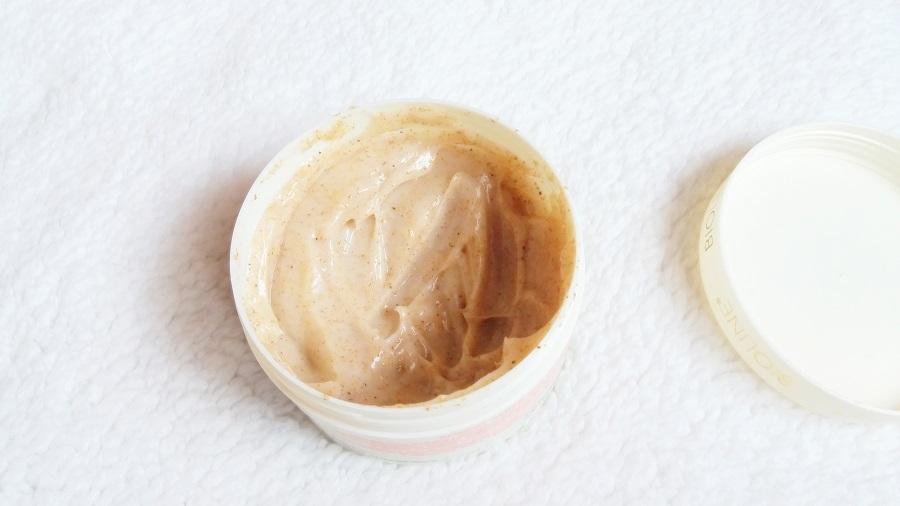 Idealny, naturalny peeling morelowy do twarzy i ciała Bioline.