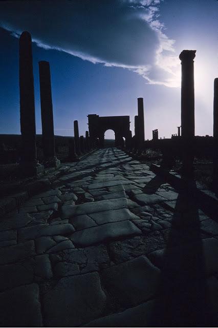 Visão noturna de Timgad