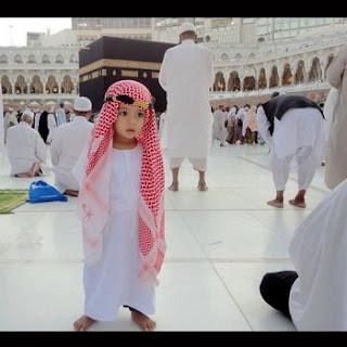 anak kecil di Masjidil Haram