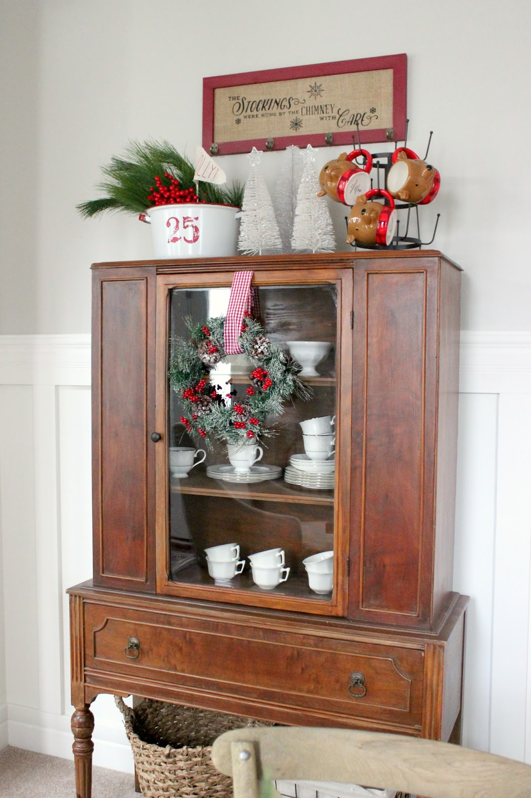 christmas decoration ideas for hutch