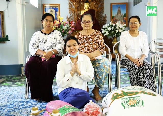 အမေများ အဖွဲ့ ကို စားသောက်ကုန် နှင့် အလှူငွေကျပ် (၅) သိန်း လှူဒါန်းခဲ့တဲ့ အေးမြတ်