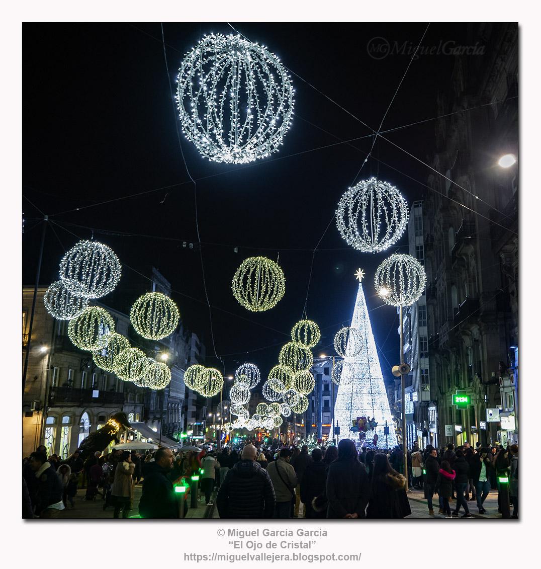 Feliz Navidad y Próspero Año Nuevo / Merry Christmas and Happy New Year.