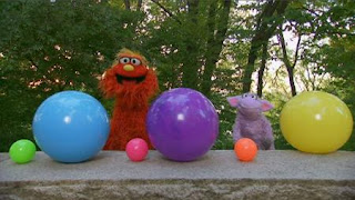 Murray and Ovejita play a game called Guess What's Next using balls of varying sizes. Sesame Street Episode 4420, Three Cheers for Us, Season 44