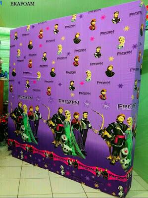 sarung kasur motif frozen ungu