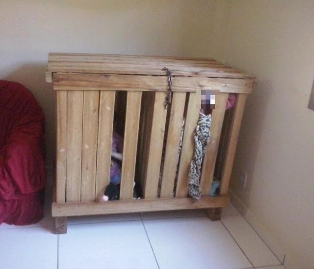 Трехлетние дети были заnерты в ящике, пока родители уходили на работу