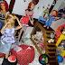 .: Chucky, o Brinquedo Assassino, assusta Donatella Fisherburg e as amigas [Just a Look]