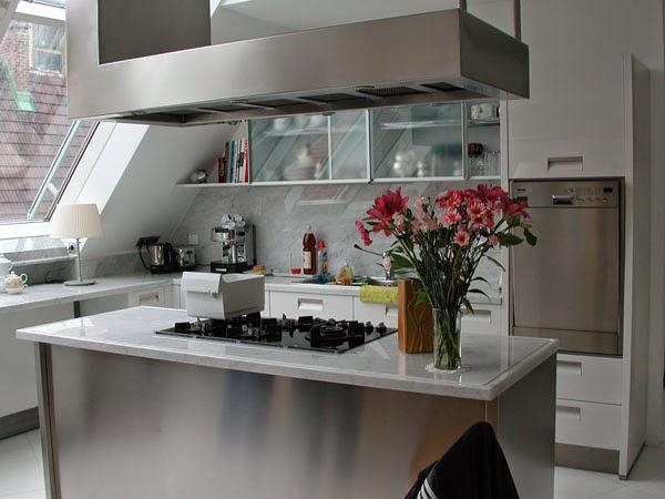 moderna cocina en acero