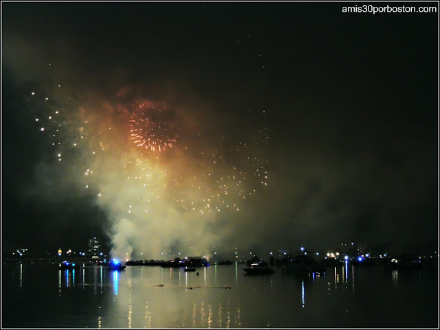 Día de la Independencia 2015 en Boston: Fuegos Artificiales en el Río Charles