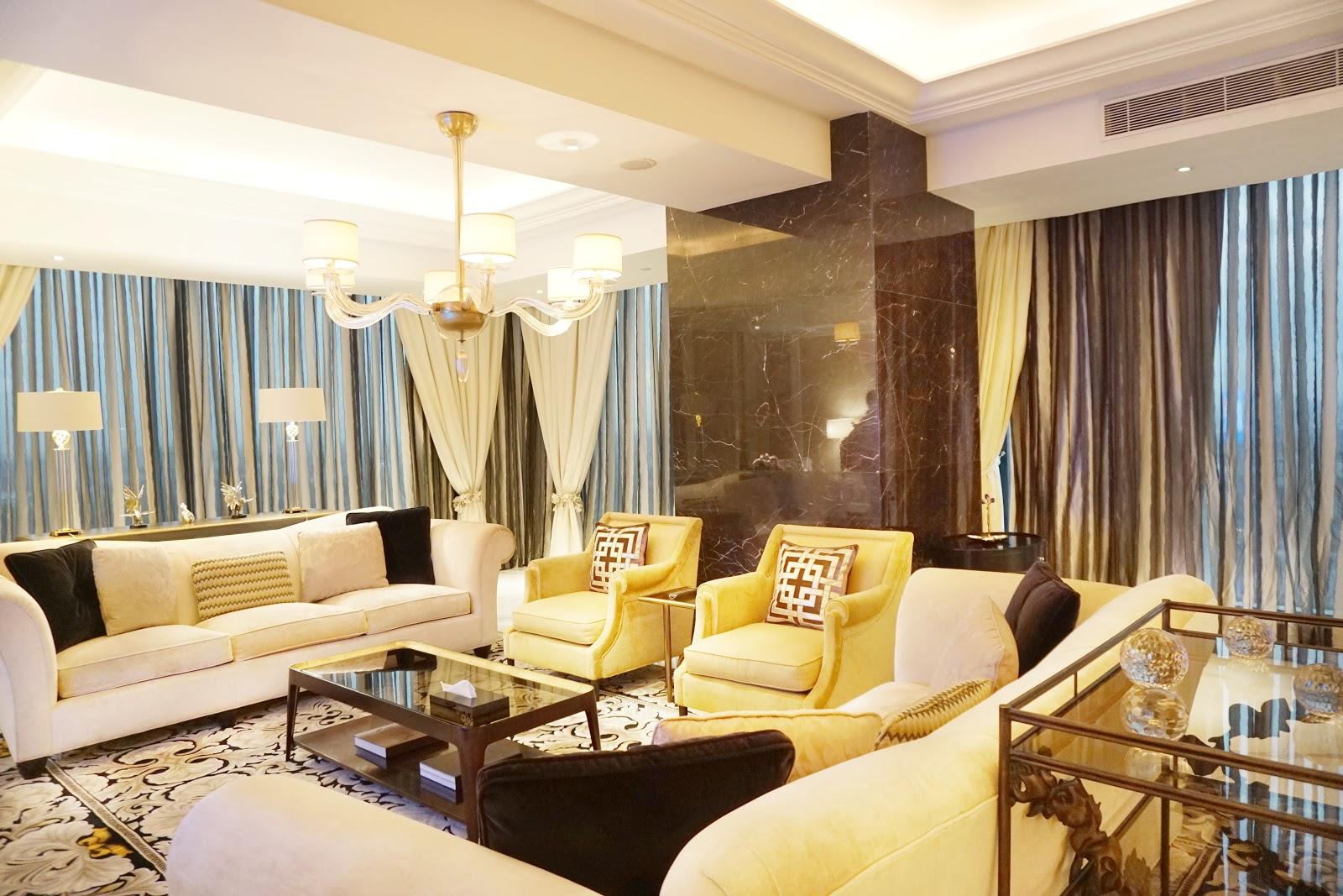 Ruang tamu presidential suite