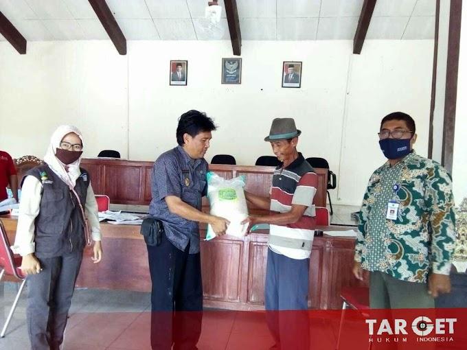 Kepala Desa Kutuk Supardiono, Ikut Serta Jogo Tonggo dan Bagikan Bantuan Sembako