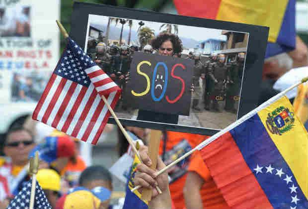"""Legisladores de Florida piden un TPS """"inmediato"""" para los venezolanos"""