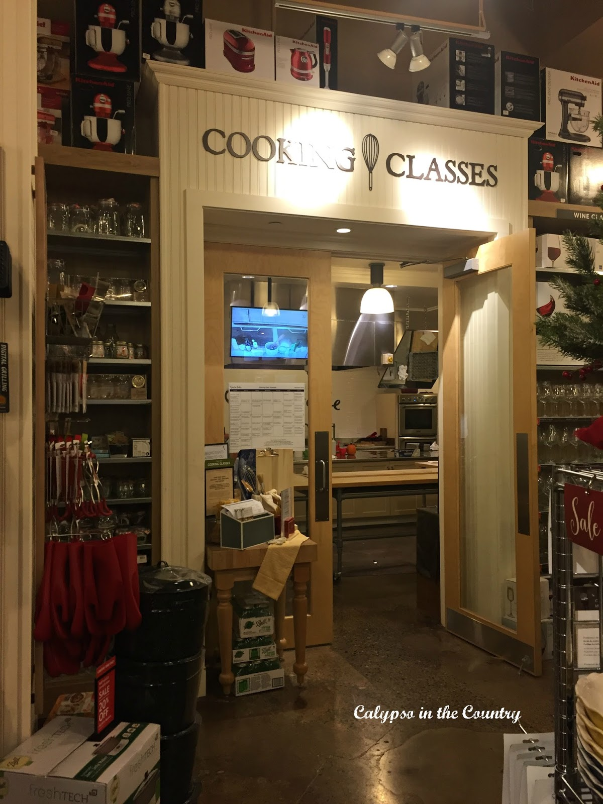 Cooking Class at Sur La Table - a creative Valentine gift idea