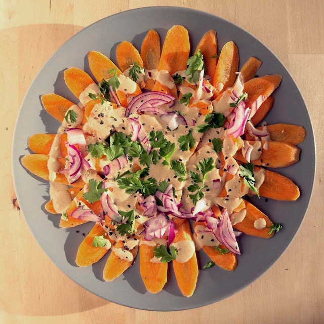 Möhrensalat auf dem Teller angerichtet | pastasciutta.de