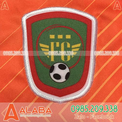 Thêu logo áo đồng phục bóng đá